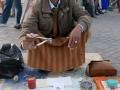 Marrakech: venditore di denti e dentiere